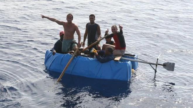"""美国宣布结束古巴""""湿脚干脚""""移民政策"""