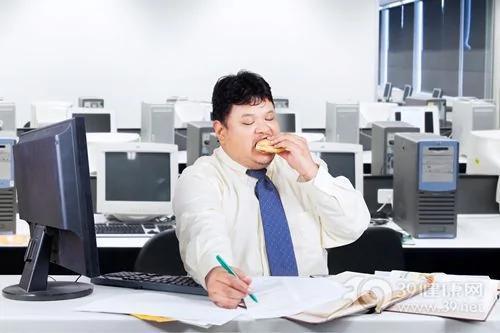 4种饮食恶习摧毁健康 赶紧改掉!
