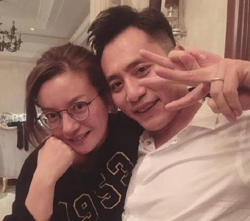 趙薇劉燁素顏合影 兩人似乎都喝醉了