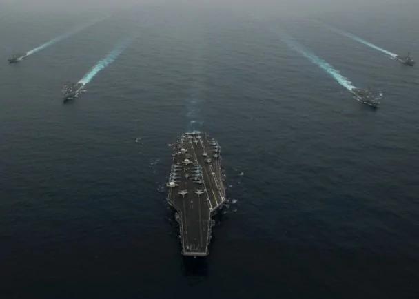 特朗普拟增兵东亚派航母驻关岛 制衡中共
