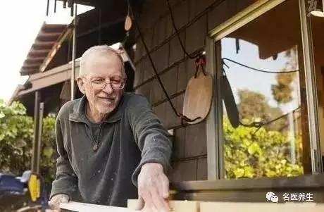 长寿秘方竟然是这1个字 92岁老人天天做 不花一分钱