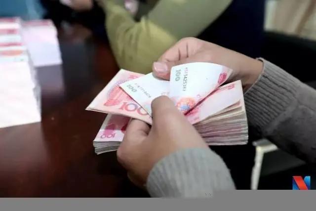 工资已涨3倍 为何好多中国人还是白领?