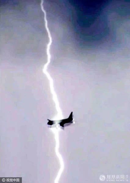 战斗民族!俄客机600米高空2次遭雷击