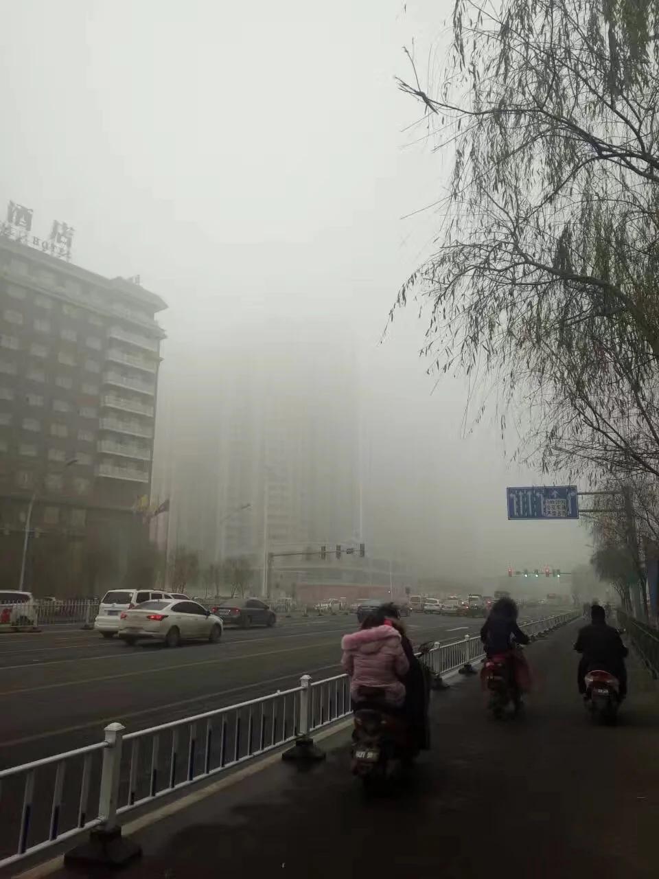 """""""春运霾""""笼罩中国北方10省市 手机APP遭整改限高500"""