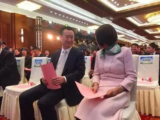 王健林和王思聪 是怎么黑清华北大的?