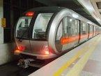 突发!北京地铁1号线八宝山站乘客坠轨 (图)