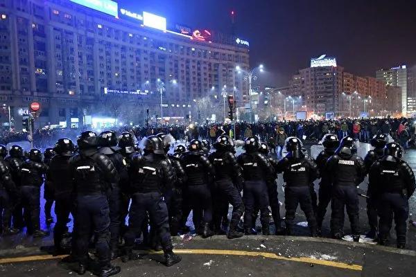 罗马尼亚为贪官脱罪 20万人上街抗议