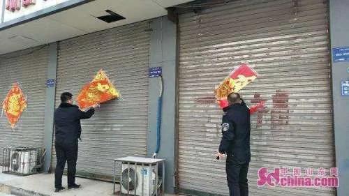 山东城管上街撕春联,吃错药了?