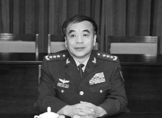 """中共上将刘亚洲被指""""自动退休"""""""