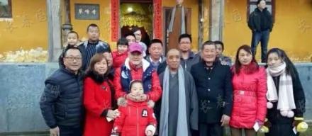 赵本山赴九华山祈福 从头红到脚 出事的消息又铺天盖地!