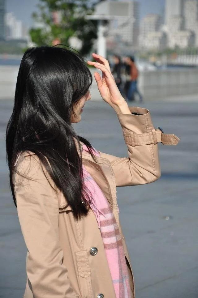 王思聪姐姐撞脸景甜 气质佳还是学霸