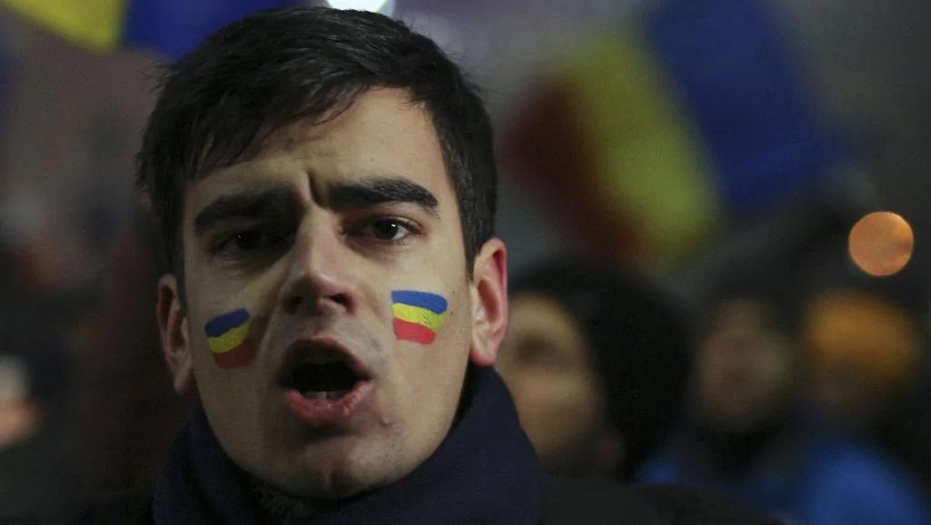 红色罗马尼亚后最大游行进行时:民众高呼开除总理与政府【视频】