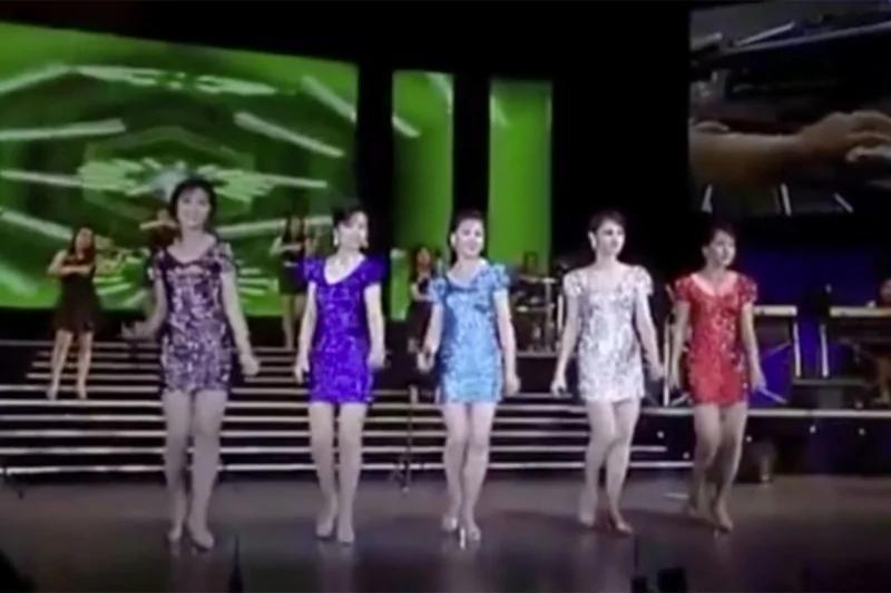 看各国慰军演出团 朝鲜牡丹峰乐团女成员比日本还暴露