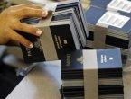美国新法规定 欠税5万就要扣护照(图)