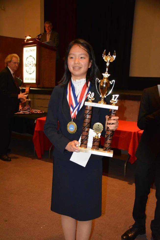北京高中生来美一年半 拿洛杉矶学术十项全能冠军