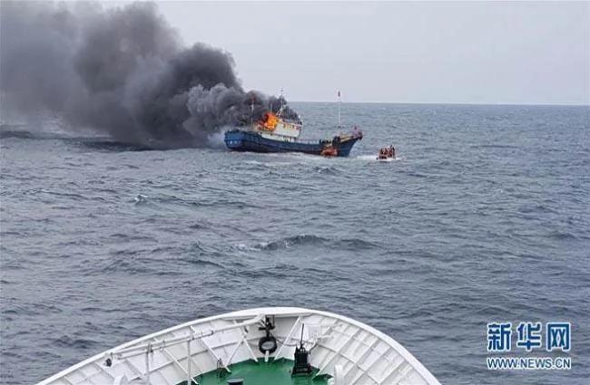 陆渔船撞上韩国海警船 韩射900发子弹