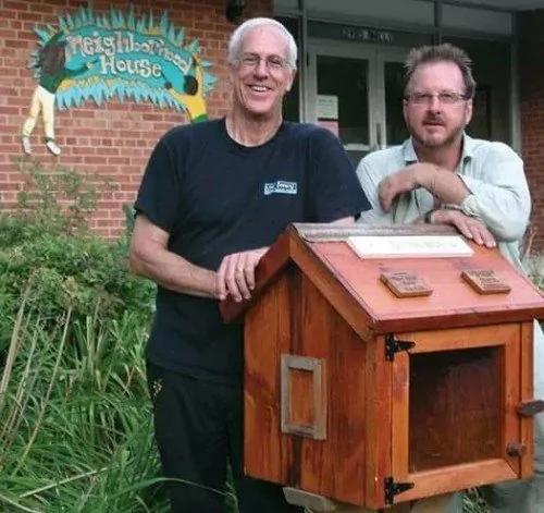 澳洲:大叔在门口放了个神奇箱子 引249万人跟风