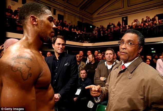 英国功勋拳手伦敦遇袭 被沿街拖拽500米