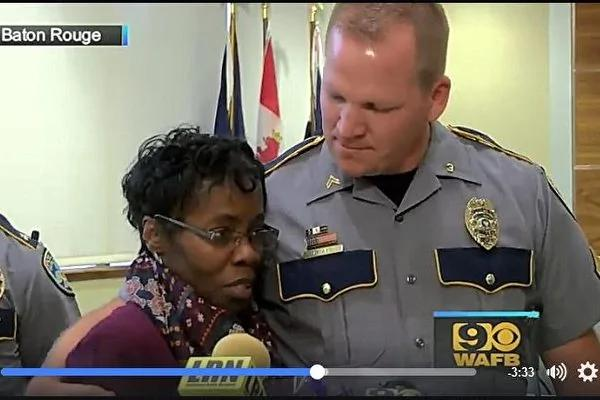 为保护警察 美国女子冒险扑到凶手背上