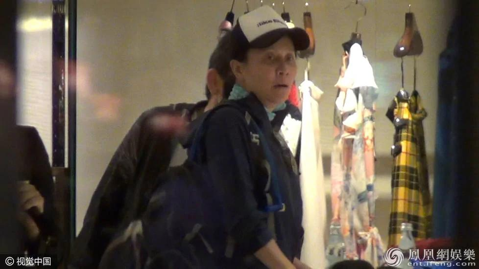 刘嘉玲素颜与购物 你能认出她吗?