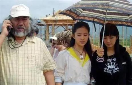 杨幂10年前为刘亦菲撑伞?真相反转打了无数人的脸
