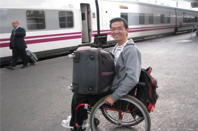 坐轮椅游世界容易遭遇哪些尴尬