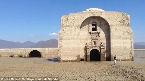 墨西哥湖水干涸 浮现出400年前教堂