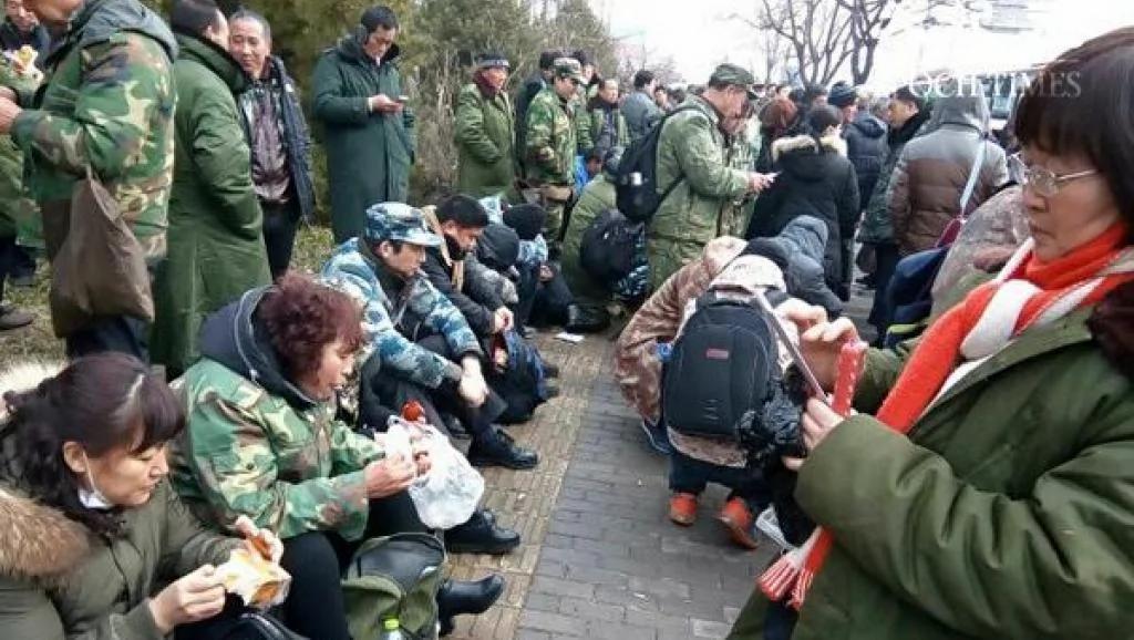 习近平批示没奏效 逾万老兵连日北京上访 大批公安武警戒备
