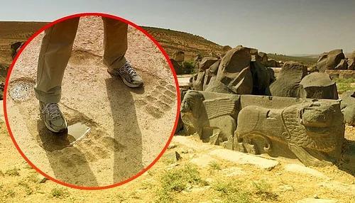 外媒:艾因達拉神廟前的三個巨大腳印讓學者們無法解釋