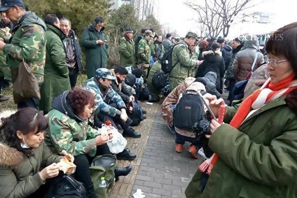 美媒:上萬老兵上訪背後的高層博弈