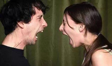 """心路独舞:在美国吵架要小心 """"用词不当""""后果超严重"""