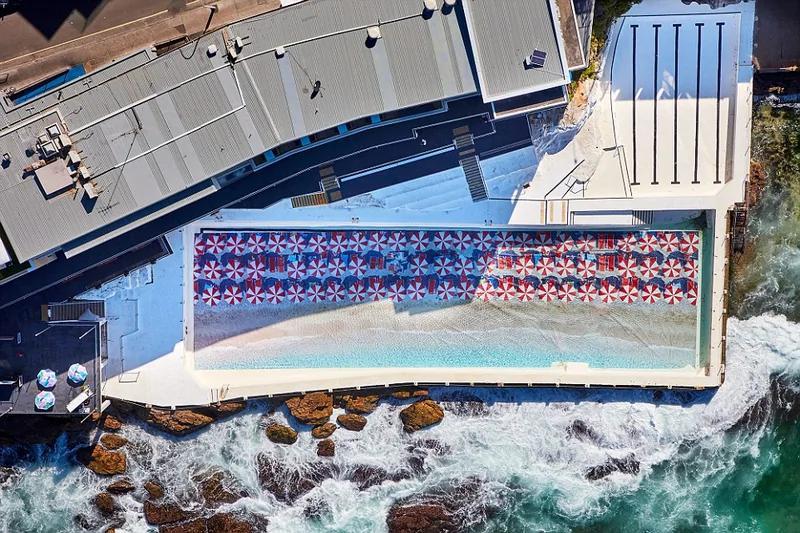 美呆!澳海边泳池底部装入50米长巨幅风景画