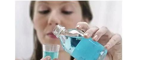 漱口水能护牙?小心!这7件事让牙齿越保养越糟(图)