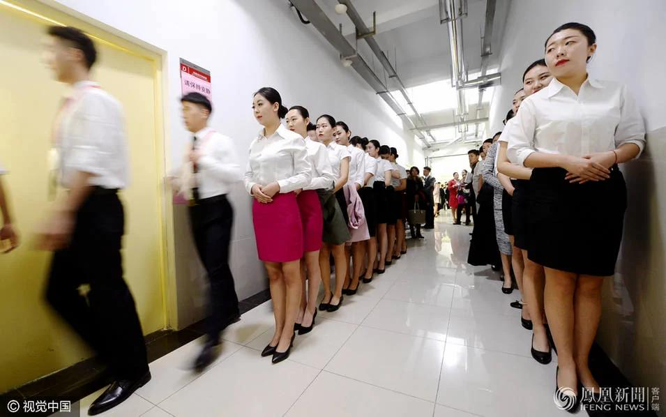 当空姐面试禁止化浓妆、穿丝袜之后…