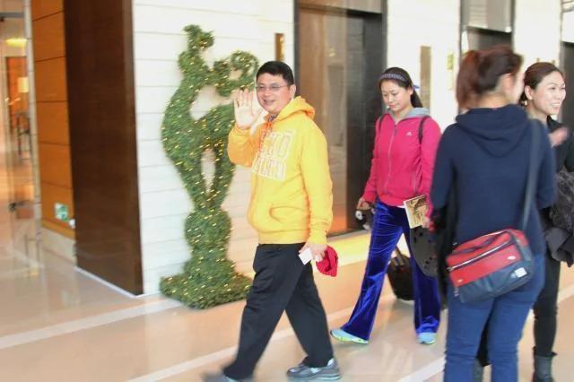 肖建华长年以港四季酒店为家,并有多名女保镳保护出入。