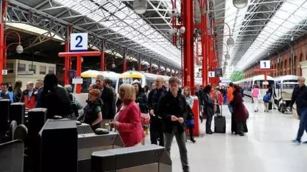 厉害了我的母语!伦敦火车站首创普通话广播!