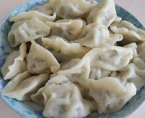 调馅子陷也有技巧,这样煮出的饺子香软扎实,香汁四溢。(网络图片)