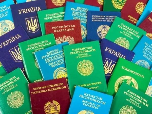 出国是红色的护照好用 还是蓝色的护照好用?