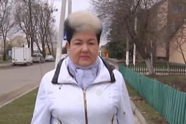"""乌克兰女法官意外撞脸""""乌苏拉"""" 不会恨贴照片的人"""