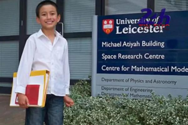 """14岁成大学最年轻讲师 英国少年获封""""人类计算机"""""""