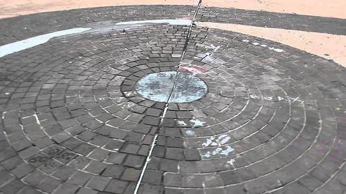这城市有一个违反物理学的奇怪圆圈