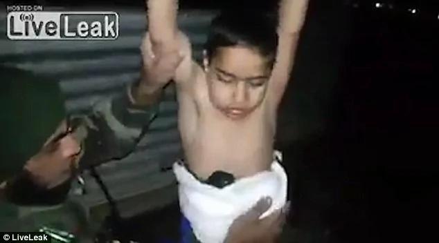 7岁男童被做人肉炸弹 军警拆弹场面惊心
