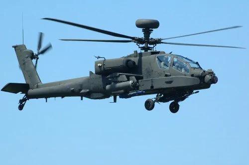 美阿帕奇直升机助战 三面隔离IS重镇拉卡