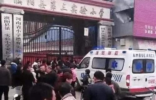 河南突发踩踏:1楼踏空2楼孩子排山倒海涌下 22死伤