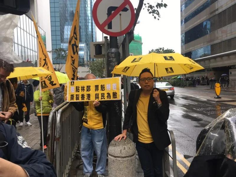 香港特首大选 场外亲共啦啦队称〝是临时过来的〞造势密令被曝光