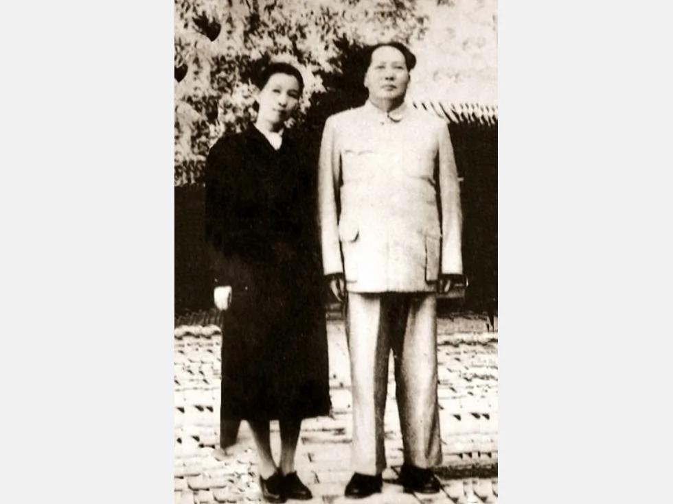 毛泽东拒绝见江青 中秋节送她五根玉米