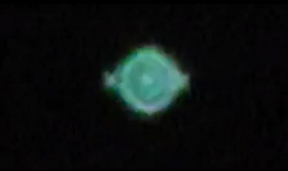 外媒:为何全球上千民众都看到了这架神祕变形的UFO?