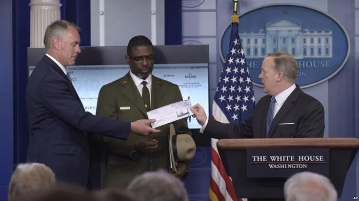 川普总统捐出第一季度工资