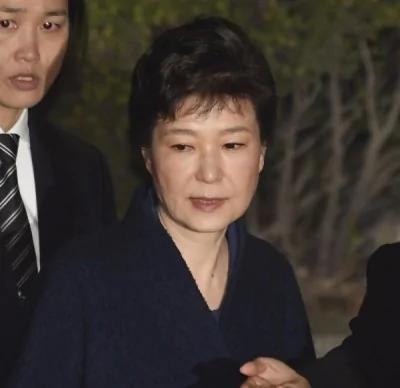 朴槿惠3次侦讯仍不认罪 反咬闺蜜:她骗了我