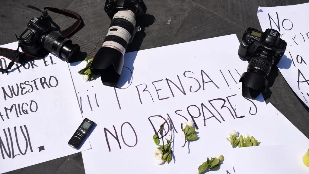 记者遭港警袭击 调查逾两年方确认滥权 警成袭击自由帮凶?